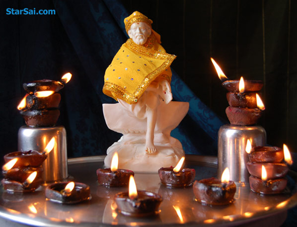 Shirdi Sai baba with lamps surrounding him